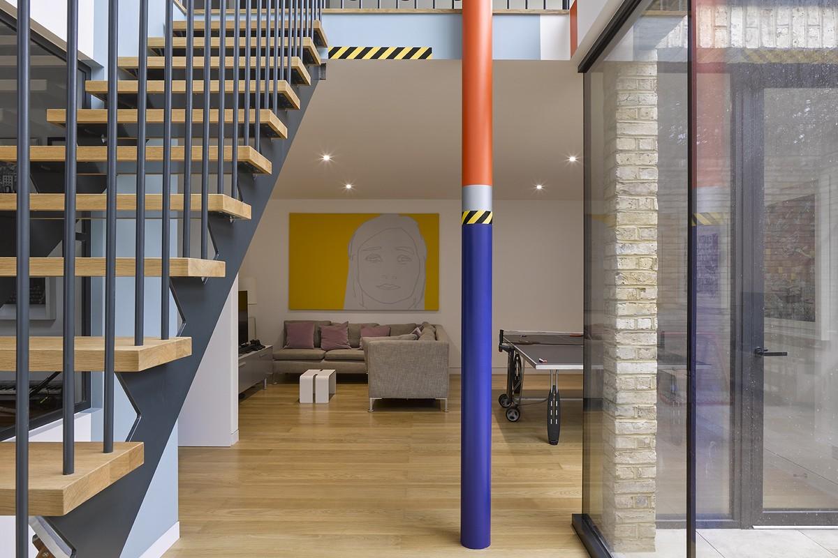 Column 1, London